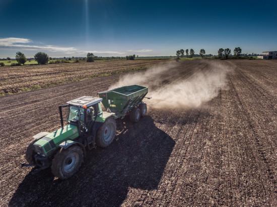 Wapno nawozowe pomocne w walce z suszą na polach