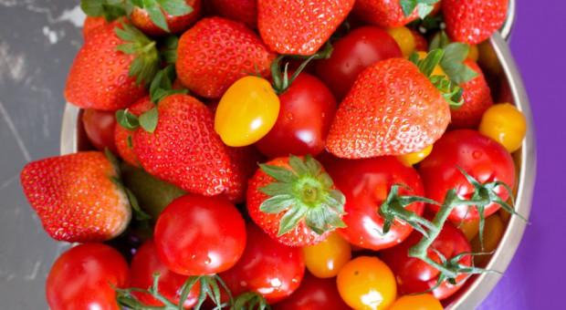 Ulubionymi owocemi Polaków są truskawki, a warzywami - pomidory