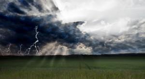 IMGW ostrzega przed intensywnymi opadami deszczu i burzami