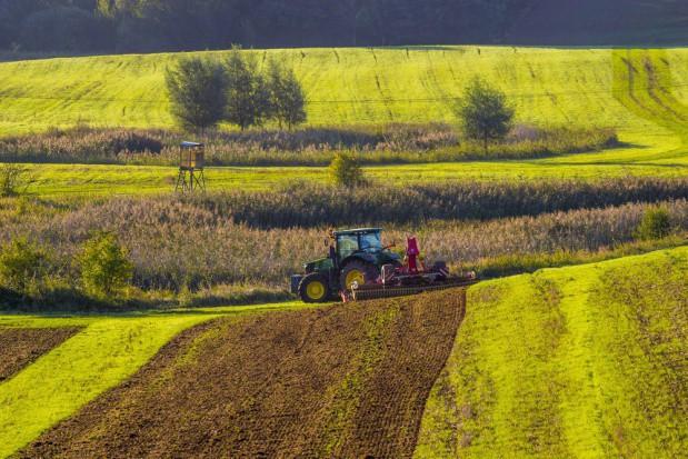 """Strategia """"Od pola do stołu"""" niepokoi unijnych ministrów rolnictwa"""