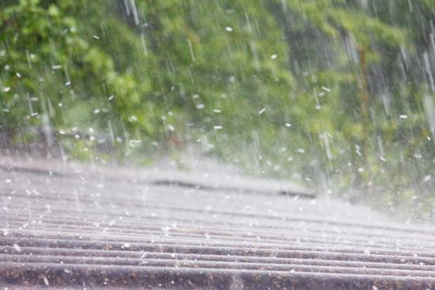 RCB ostrzega przed burzami z gradem na wschodzie i południu kraju