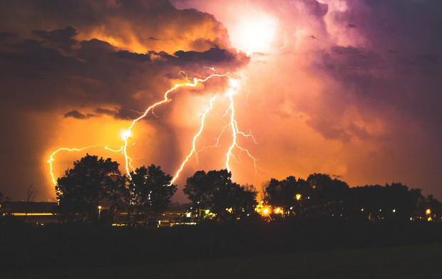 IMGW ostrzega przed burzami z gradem na południu kraju