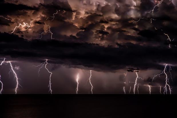 IMGW ogłasza alert drugiego stopnia przed burzami z gradem dla 10 województw