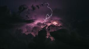Alert w związku z silnym wiatrem i burzami z gradem w 7 województwach