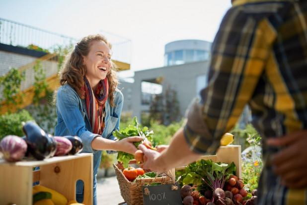 Polacy podczas izolacji na nowo odkryli lokalny handel owocami i warzywami