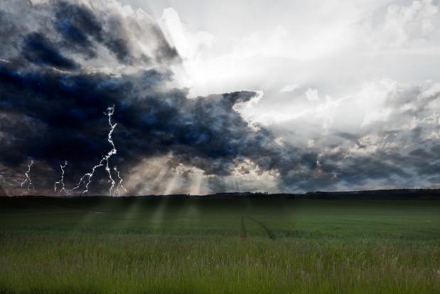 Silny deszcz z burzami na południu Polski. Burze z gradem na wschodzie