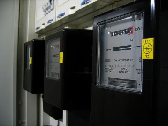 PIE: mieszkańcy wsi zużywają coraz więcej prądu