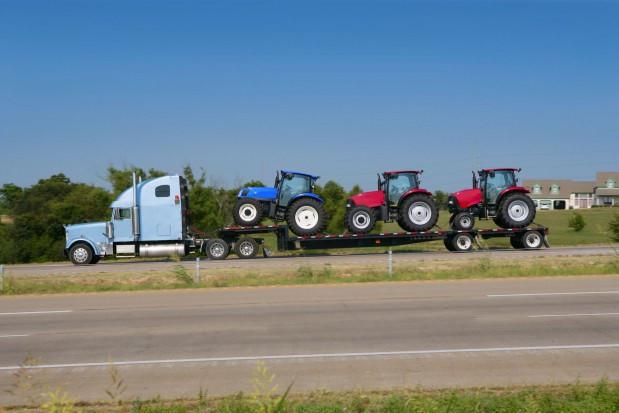 W lipcu zarejestrowano  90 szt. więcej nowych ciągników niż przed miesiącem