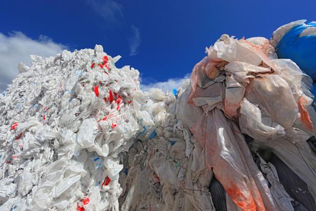 Naukowcy z GIG opracowali skuteczną metodę recyklingu folii rolniczych