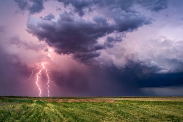 IMGW ostrzega przed burzami w niemal całym kraju