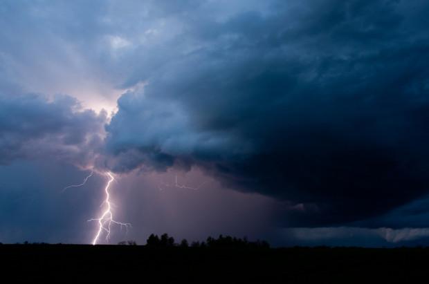IMGW wydał ostrzeżenia przed burzami i upałami w prawie całym kraju