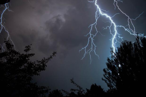 IMGW: kolejne alerty przed burzami i burzami z gradem