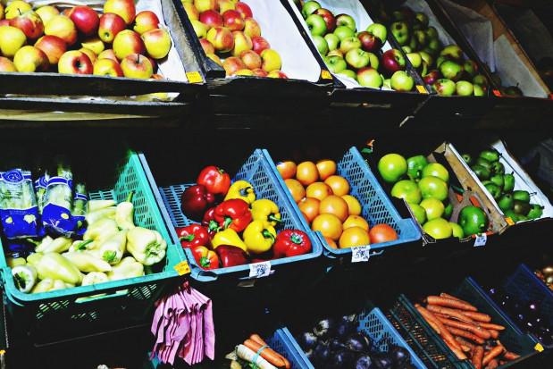 Credit Agricole: Owoce i warzywa będą tanieć
