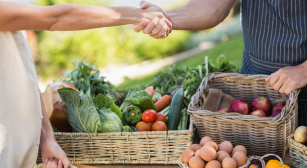 Klienci chętniej kupują żywność wytworzoną bezpośrednio przez rolników