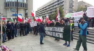 Trwa protest rolników na placu Trzech Krzyży w Warszawie