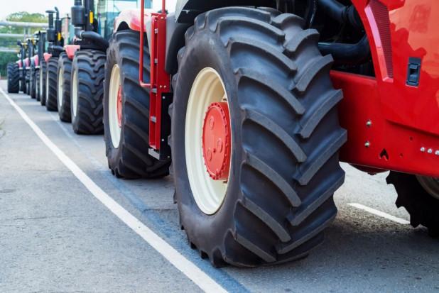 Sprzedaż nowych ciągników na plusie we wrześniu; spadek na rynku wtórnym