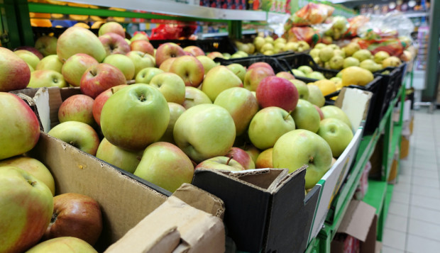 Ekonomista: Kolejne miesiące przyniosą spowolnienie wzrostu cen owoców (analiza)