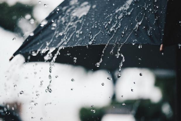 IMGW: intensywne opady deszczu w większości kraju