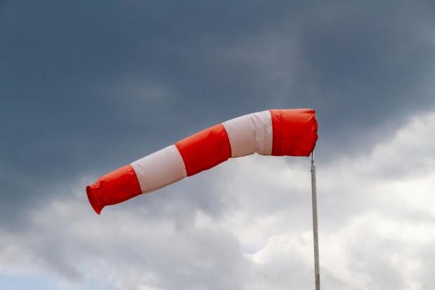 IMGW: ostrzeżenie przed silnym wiatrem dla pięciu województw
