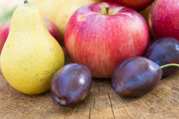 Jabłka, śliwki, gruszki to najpopularniejsze owoce w październiku (badanie)