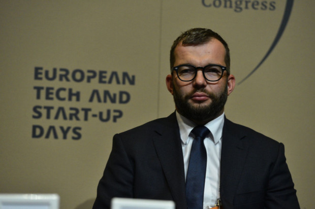 Puda: 180 mln zł na pomoc dla producentów chryzantem