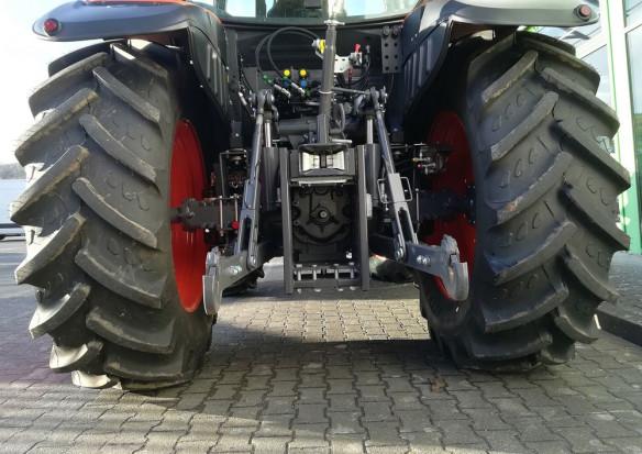 W październiku spadła sprzedaż nowych ciągników rolniczych