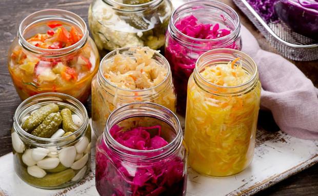 Polacy najchętniej kiszą kapustę i ogórki. Popularne staje się też kimchi