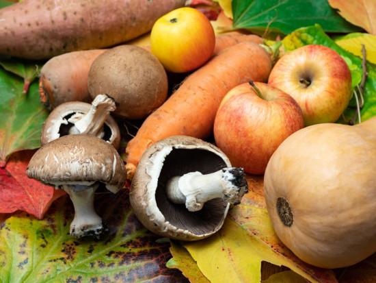 Jabłka i ziemniaki - top owoce i warzywa w listopadzie