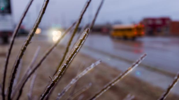 IMGW ostrzega: marznące opady w ośmiu województwach