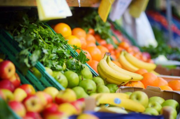 Credit Agricole: To nie koniec spadku dynamiki cen owoców