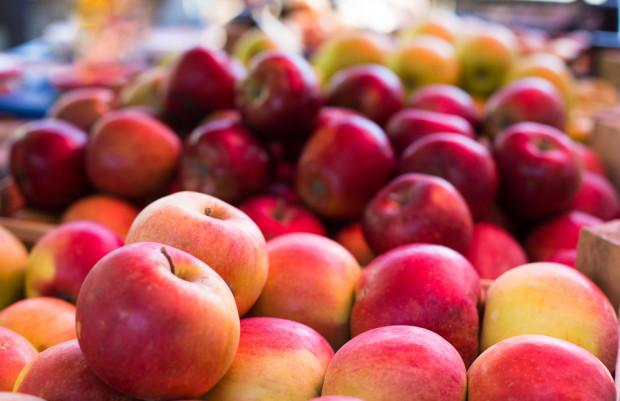 Rynek Bronisze: Mały ruch, ale ceny owoców wysokie