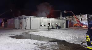 Polskie Sady: nadal trwa dogaszanie pożaru, magazyn grozi częściowym zawaleniem
