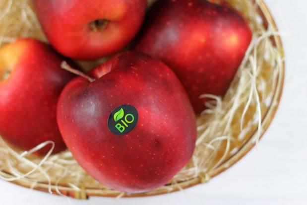 Biedronka z promocją na owoce i warzywa BIO. Jabłka - 8,30 zł/kg