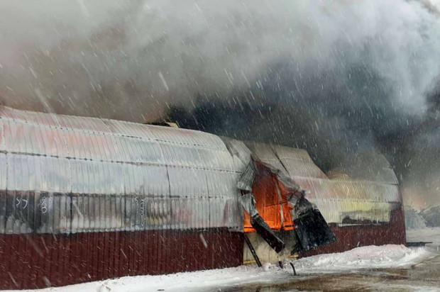 Mazowieckie: Pożar hali z maszynami i nawozami. Straty sięgają blisko 5 mln zł