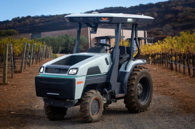 W pełni elektryczny traktor Monarch 634