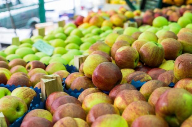 W Lidlu jabłko po 1 zł/szt., w Kauflandzie - 1,99 zł/kg