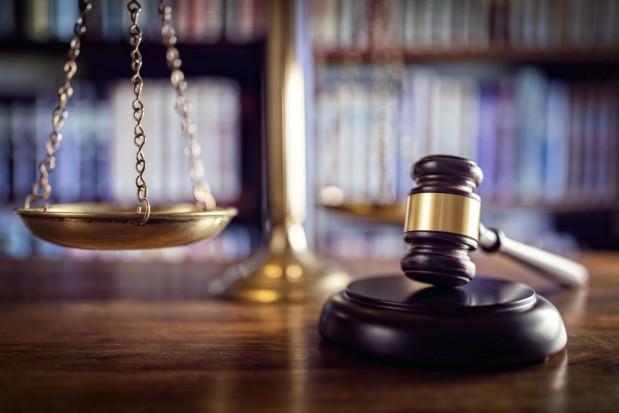 Rozpoczął się proces sadownika oskarżonego o zgwałcenie 16-letniej pracownicy