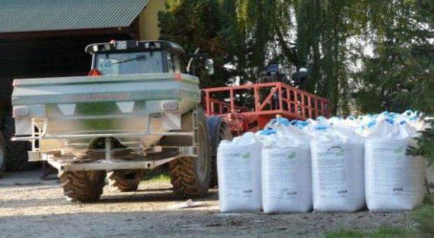 Rolnicy nie chcą być spisywani z dowodu osobistego przy zakupie nawozów