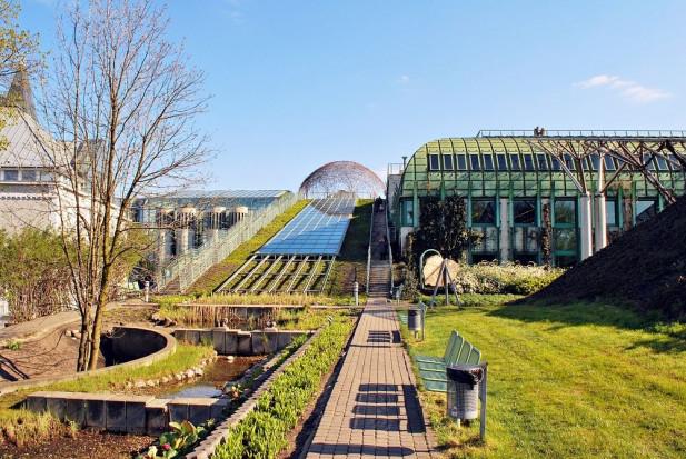 W ogrodach botanicznych przygotowania do wiosny