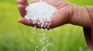 Mocznik z inhibitorem ureazy lub powłoką biodegradowalną
