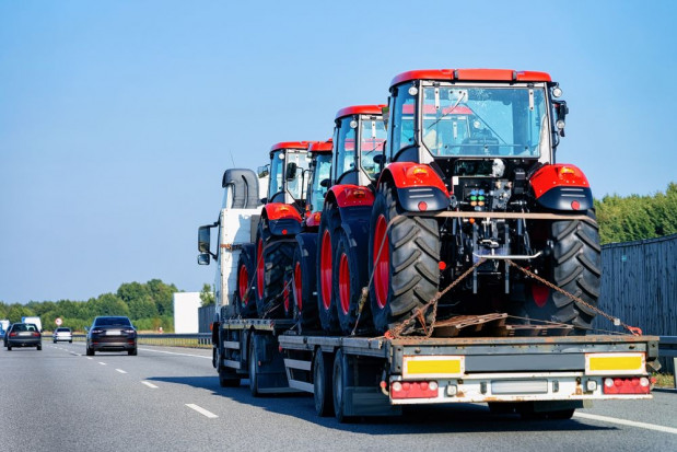 Z jakich krajów Polacy sprowadzają sprzęt rolniczy? (raport)