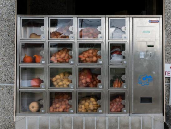 W Opolu stanął pierwszy automat sprzedający owoce i warzywa