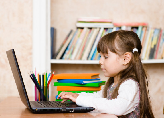 ARiMR: Do15 kwietnia rozliczyć należy zakup komputera dla dziecka z rodziny rolniczej