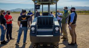Pierwszy elektryczny ciągnik Monarch w kalifornijskiej winnicy