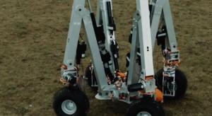 Wyposażony w elektrody robot usuwa chwasty. Zrewolucjonizuje rolnictwo?