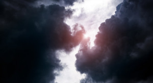 Ostrzeżenia przed silnym wiatrem i burzami m.in. w grójeckim