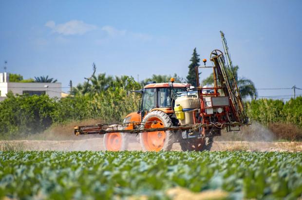 Naukowcy analizują pestycydy w europejskich glebach
