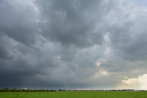 Synoptyk: Poniedziałkowe popołudnie pochmurne i deszczowe, możliwe burze
