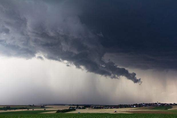 IMGW: We wtorek burze z gradem i intensywny deszcz