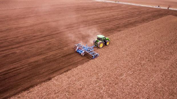 """Unijne organizacje rolnicze: nie ma oceny skutków strategii """"od pola do stołu"""""""